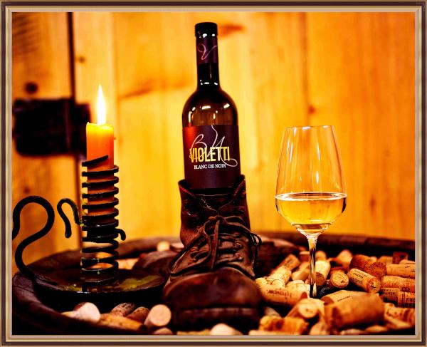 Violetti Weine Wein mit Kerze