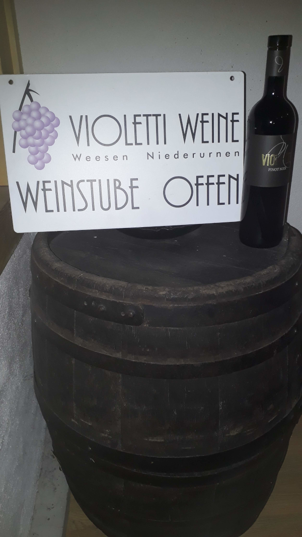 Violetti Weine Weinstube offen